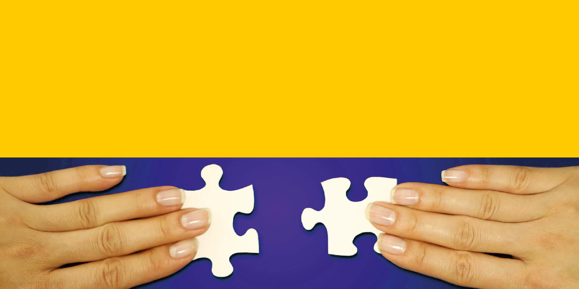 Ökuemenkonzeption Titelbild Ausschnitt Hand mit Puzzle