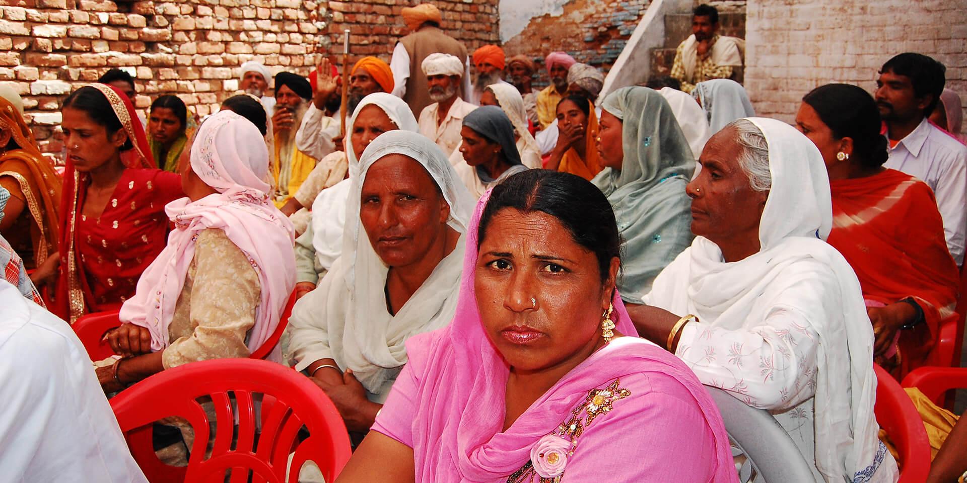 """Dorfversammlung - Bild in der Publikation """"Fürbitte für bedrängte und verfolgte Christen: Reminiszere 2021, Indien"""""""
