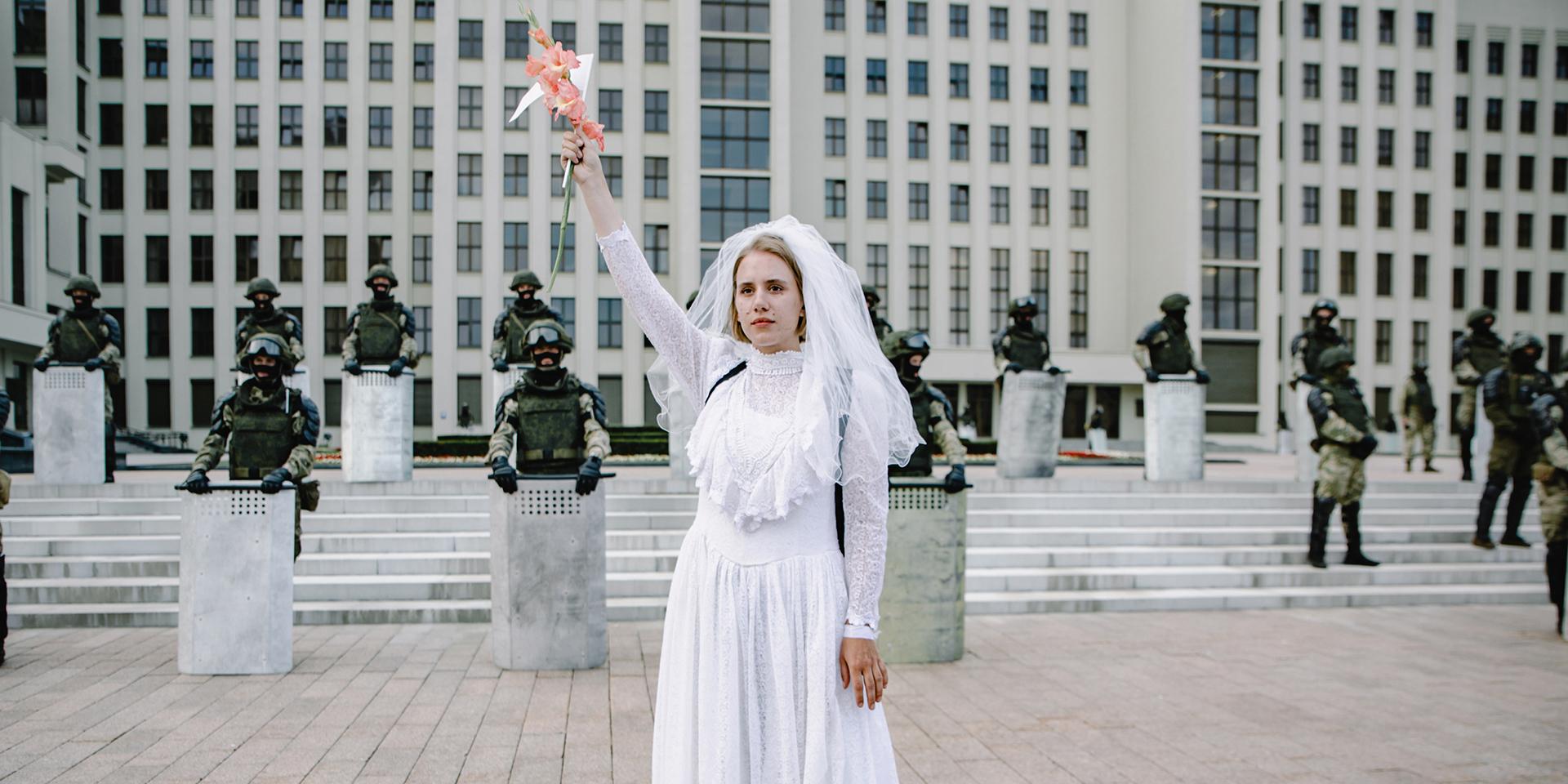 Demonstrantin auf dem Minsker Unabhängigkeitsplatz